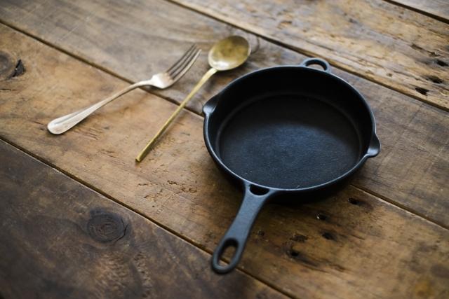 ダッチオーブン・スキレット・グリルパンのシーズニング方法を紹介